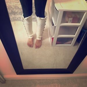 Leg warmers with buttons on side